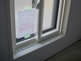 浴室の既存窓の内側にもう一枚サッシを追加した内窓設置例