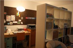"""使いやすい部屋作りに""""両サイド空き""""の本棚がおすすめ"""