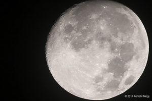 スマートフォンで月をきれいに撮影する方法