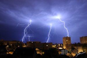 避雷針のあるマンションでも落雷対策が必要なワケ